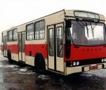 Kremowo-czerwony Jelcz
