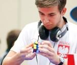 Pomóż zostać Mistrzem Świata w układaniu kostki Rubika